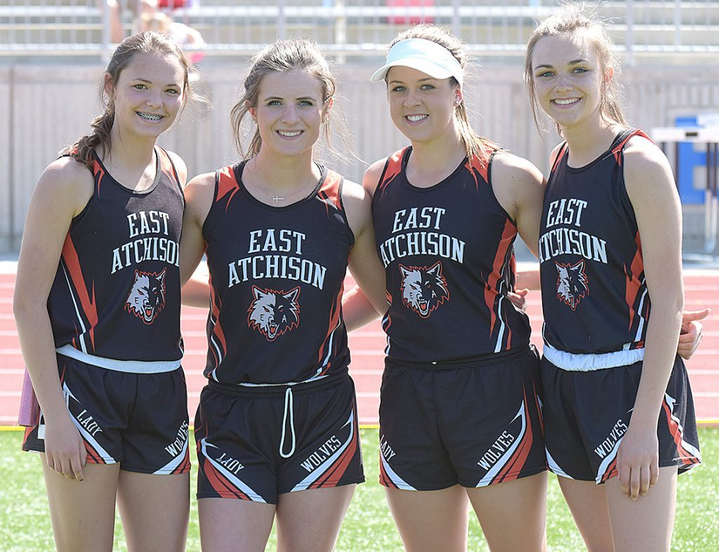 East Atchison's 4 x 800 relay
