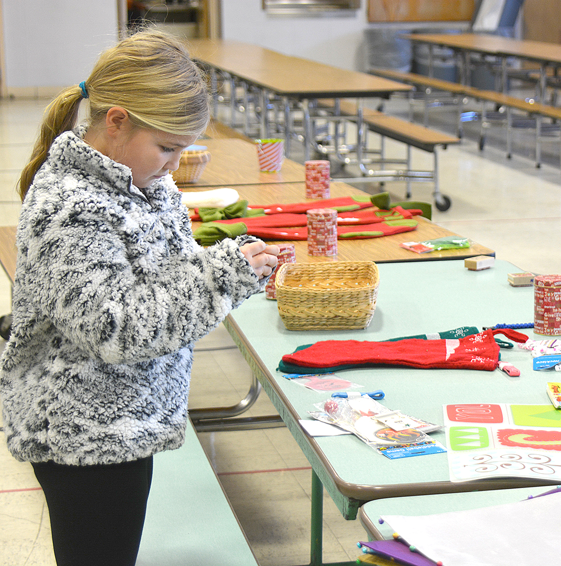Rock Port Elementary Opens Blue Jay Shop For Students Holiday Gifts